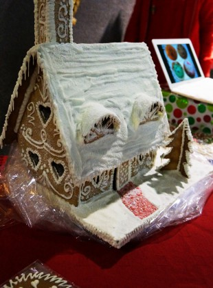 I made this gingerbread house as a decoration on my table at the SWEA Christmas Fair 2013